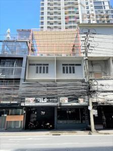 ขายตึกแถว อาคารพาณิชย์สุขุมวิท อโศก ทองหล่อ : ขายหรือให้เช่า อาคารพาณิชย์ ติดถนนเอกมัย ใกล้ห้างดองกี้