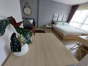 For RentCondoOnnut, Udomsuk : Condo for rent at Elio Del Rey Sukhumvit 64 has a washing machine in the room.