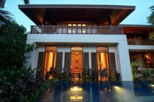 ขายบ้านสุขุมวิท อโศก ทองหล่อ : Beatiful Single House with Swimming Pool Near BTS Phrompong For Sale.  ขายบ้านเดี่ยวพร้อมสระว่ายน้ำ ใกล้ BTS พร้อมพงษ์