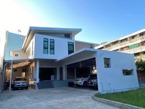 ขายบ้านอารีย์ อนุสาวรีย์ : ขายบ้านเดี่ยว 2 ชั้น ทําเล พหลโยธิน2-อารีย์ โครงสร้างใหม่ อายุ 3 ปี ออกแบบตกแต่ง ด้วยวัสดุพรีเมี่ยมทุกจุด