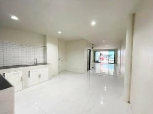 For SaleTownhouseBang kae, Phetkasem : H0071 Townhouse for sale, Suksan 7 Village, 2 bedrooms 2 bathrooms with garage Size 22 sq.wa. Renovate the whole house