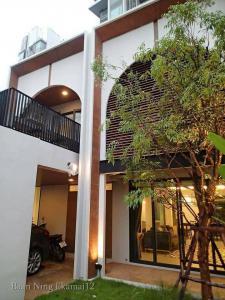 เช่าทาวน์เฮ้าส์/ทาวน์โฮมสุขุมวิท อโศก ทองหล่อ : ให้เช่าทาวน์โฮมเอกมัย สุขุมวิท 63 Ekamai Townhome For Rent