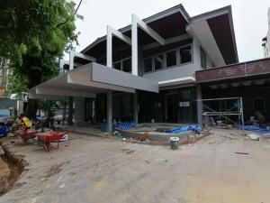 เช่าบ้านสุขุมวิท อโศก ทองหล่อ : Single House with Private swimming pool Phrompong For Rent  บ้านพร้อมสระว่ายน้ำให้เช่า โซนพร้อมพงษ์