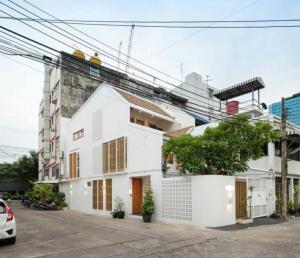 เช่าบ้านสุขุมวิท อโศก ทองหล่อ : ให้เช่าบ้านสวย รีโนเวทใหม่ โซนเอกมัย House in Ekkamai For Rent