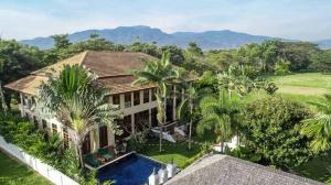 For SaleHouseChiang Mai : 🎉 Ultimate Luxury in Green Valley Country Club, Mae Rim, Chiang Mai.
