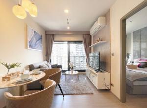 เช่าคอนโดพระราม 9 เพชรบุรีตัดใหม่ RCA : คอนโดให้เช่า  Life  Asoke Hyde  BA21_09_202_02  ห้องสวย เครื่องใช้ไฟฟ้าครบ ราคา 14,999 บาท
