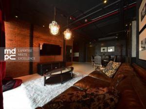 เช่าคอนโดสุขุมวิท อโศก ทองหล่อ : 🔥 One of a kind, Rare item Aguston Sukhumvit 22 (3 Bedrooms) Contrast luxury & loft decoration and Officially Pet Allowed!! 🔥