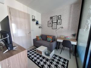 For RentCondoRama9, Petchburi, RCA : Urgent for rent, very cheap, Life asoke, 1 step from MRT Phetchaburi.