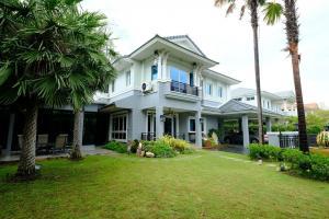 For RentHousePattanakan, Srinakarin : Urgent... Single house for rent in Srinakarin area.