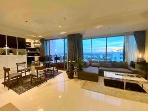 เช่าคอนโดสุขุมวิท อโศก ทองหล่อ : Penthouse unit Ready to move in at The Emporio Place 24, with 2 bed 3 bath 110sqm high floor 34th,