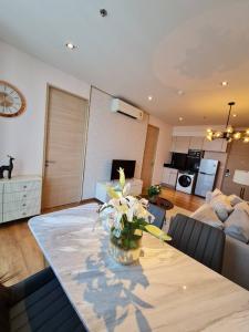 For RentCondoSukhumvit, Asoke, Thonglor : Park24 near Emporium 2 bedrooms 30k (covid special price)