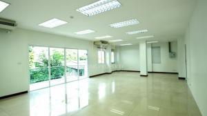 เช่าสำนักงานสาทร นราธิวาส : ให้เช่าสำนักงาน 100 ตร.ม ใจกลางเมืองสาทร –นราธิวาสฯ ใกล้ BTSช่องนนทรี Office for rent, 200 sq m, in the heart of Sathorn-Narathiwat, near BTS Chong Nonsi.