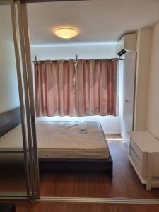 For RentCondoLadkrabang, Suwannaphum Airport : Room for Rent ! Condominium Lumpini Onnut Lat  Krabang phase 1  C building , 3th floors, 23  sqm , Free view