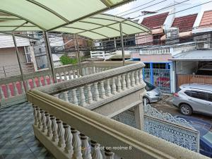 For SaleHouseSathorn, Narathiwat : Quick sale!! Two-storey townhome, wide area, good price, near Rama 3, only 150 meters, located in the village in the middle of the community, convenient to travel