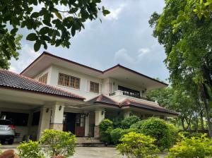 เช่าบ้านรัตนาธิเบศร์ สนามบินน้ำ พระนั่งเกล้า : ให้เช่า บ้านเดี่ยว สนามบินน้ำ เนื้อที่ 400 ตรว พื้นที่ใช้สอย 300 ตรม บริเวณบ้านร่มรื่น ด้านบน3 ห้องนอนมีเรือนพักแม่บ้านแยกต่างหาก