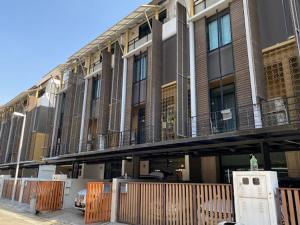 เช่าทาวน์เฮ้าส์/ทาวน์โฮมพระราม 3 สาธุประดิษฐ์ : ทาวน์โฮมหรู อยู่ริมถนนใหญ่ Flora Marigold Sathupradit 4 ชั้น 4 ห้องนอน 4 ห้องน้า ขนาด 24 ตรว. หน้ากว้าง 6.0 เมตร พื้นที่ใช้สอย 300 ตร.ม. อยู่ระหว่าสาธุประดิษฐ์ 13-15