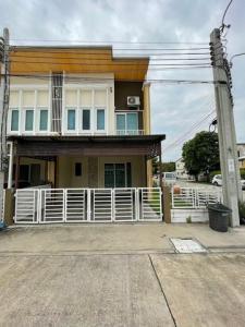 For SaleTownhouseRathburana, Suksawat : Townhouse 2 floors Golden Town Phutthabucha-Suksawat 30, size 29.10 square wah (back corner), 2 parking spaces (width 5.6m + 2m), 4 bedrooms, 3 bathrooms, 1 living room, 1 dining room, 1 amulet room