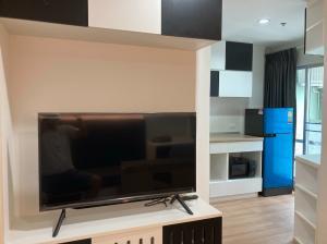เช่าคอนโดพัฒนาการ ศรีนครินทร์ : ชั้น 24 ห้องใหม่เอี่ยม อุปกรณ์ไฟฟ้าครบ เครื่องซักผ้าฝาหน้า เพียง 7,500.- บาท