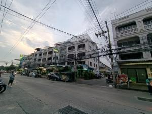 For SaleShophouseOnnut, Udomsuk : 2 commercial buildings for sale, Soi Udom Suk 51, at the entrance of Soi Prawit and Puen 1/3, in front of Rung Charoen Village