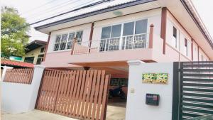 For RentHouseKasetsart, Ratchayothin : A 2-STOREY DETACHED HOUSE at Ladprakao Rd. for rent, 3BR/3BA, only 8-minute drive to Wat Phra Sri Mahathat BTS Station.
