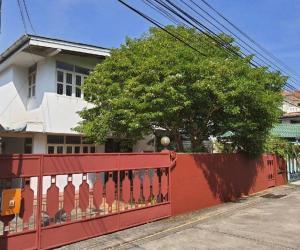 ขายบ้านลาดพร้าว101 แฮปปี้แลนด์ : ⭐🚩ขายบ้านพร้อมผู้เช่า ทำเลดี ‼️บ้านเดี่ยว หมู่บ้านไทยศิริเหนือ (H1326)บริเวณ Town in Town ลาดพร้าวห่างจาก MRT ลาดพร้าว 83 เพียง 1.11 กิโลเมตร