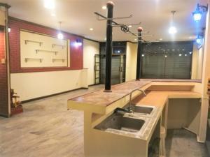เช่าตึกแถว อาคารพาณิชย์รามคำแหง หัวหมาก : ให้เช่าอาคารพาณิชย์ติดถนน 5 ชั้น ย่านทาวน์อินทาวน์ ใกล้เลียบด่วน พื้นที่ใช้สอย 1,200 ตรม. จอดรถหน้าร้านได้ 2 คัน ด้านหลังตึกลงสินค้าได้ จอดรถด้านหลังได้อีก 4 คัน ไฟฟ้า 3 เพส เดินทางสะดวก เหมาะทำการค้า ธุรกิจหน้าร้าน