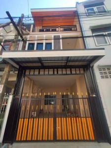 ขายทาวน์เฮ้าส์/ทาวน์โฮมพระราม 3 สาธุประดิษฐ์ : ทาวเฮ้าส์ 3 ชั้น 4 ห้องนอน 2 ห้องน้ำ รีโนเวทใหม่ทั้งหลัง