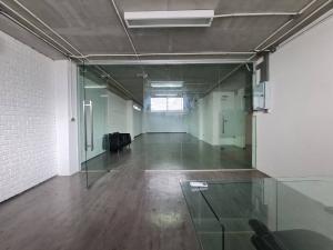 For RentOfficeSukhumvit, Asoke, Thonglor : Office for rent, size 83 sq m, 2nd floor, Soi Ekamai 22.