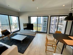 For RentCondoSukhumvit, Asoke, Thonglor : Noble Remix Sukhumvit 36, 1-bedroom 63 SQM Beautiful renovated and Spacious all-around