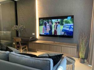 For RentCondoWitthayu, Chidlom, Langsuan, Ploenchit : 🔥🔥Risa01081 Condo for rent, Noble Ploenchit, 45 sqm, floor 12A, Building C, 30,000 baht only 🔥🔥