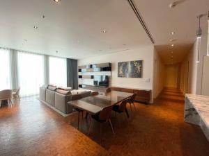เช่าคอนโดสาทร นราธิวาส : 3 BEDROOM  FOR RENT at The Ritz-Carlton Residences with maid room and Thai kitchen.