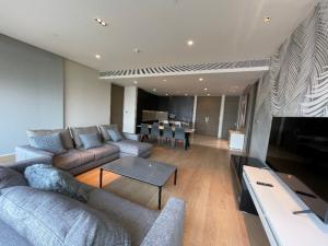 For RentCondoSilom, Saladaeng, Bangrak : 3 BEDROOM for rent at Saladaeng One with 1 maidroom and Thai kitchen