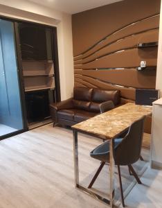 เช่าคอนโดพระราม 9 เพชรบุรีตัดใหม่ RCA : คอนโด Ideo Mobi Asoke ชั้น31 ห้อง35ตรม วิวถนน
