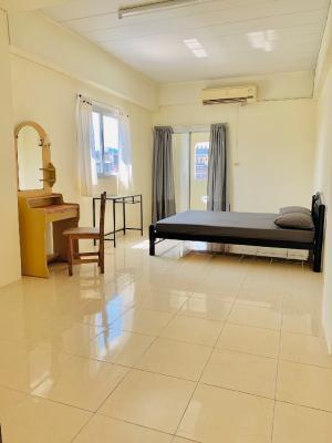 ขายขายเซ้งกิจการ (โรงแรม หอพัก อพาร์ตเมนต์)ปิ่นเกล้า จรัญสนิทวงศ์ : ขาย ตึก อพาร์ทเม้นท์ 226 ห้อง เนื้อที่ 1-3-27ไร่ ฝั่งธนบุรี บางพลัด พร้อม ทาวน์เฮ้าส์ 3 คูหา