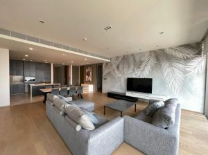 For RentCondoSilom, Saladaeng, Bangrak : Luxury Condo for rent @ Saladaeng One 200+ sq.m. with fully furnished and ready to move in now. Near BTS/ Lumpini Park view.