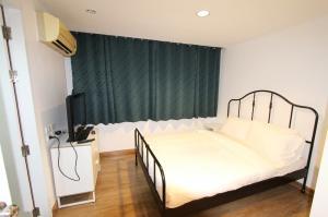 เช่าคอนโดเลียบทางด่วนรามอินทรา : ขายแและให้เช่า J.W. Boulevard Srivara Condominium