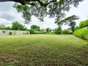 For SaleLandRamkhamhaeng, Hua Mak : NAI587 Land for sale 743 square wah with 2 storey detached house, Town in Town along the At Narong-Ramintra Expressway.
