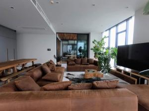 ขายคอนโดสุขุมวิท อโศก ทองหล่อ : คอนโด 3 ห้องนอนสุดหรู ชั้น 39 บนถนนทองหล่อ มีลิฟท์ส่วนตัว (เลี้ยงสัตว์ได้)