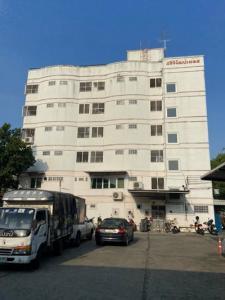 ขายขายเซ้งกิจการ (โรงแรม หอพัก อพาร์ตเมนต์)เลียบทางด่วนรามอินทรา : 6410-218 ขาย ศรีวิวัฒน์ เพลส อพาร์ทเม้นต์ ลาดพร้าว 80 2ตึก ทั้งหมด 108 ห้อง มีิิลิฟท์ ผู้เช่า 70%