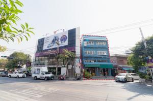 For SaleShophouseBang kae, Phetkasem : 2 commercial buildings for sale on Bang Khae Road with a total land plot of 1 ngan (100 square wah) has been rented.