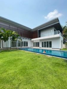 เช่าบ้านพัฒนาการ ศรีนครินทร์ : ปล่อยเช่าบ้านเดี่ยว4ห้องนอน พร้อมสระว่ายน้ำที่ หมู่บ้านปัญญา