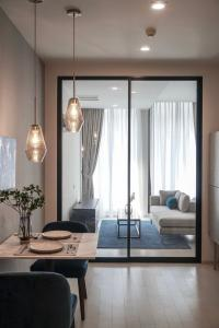 For SaleCondoWitthayu, Chidlom, Langsuan, Ploenchit : M3784-Condo for sale, Noble Ploenchit, next to BTS Ploenchit. There are furniture and electrical appliances. ready to move in