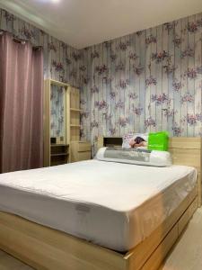 For RentCondoRama9, Petchburi, RCA : Condo for rent RHYTHM Asoke 1 near MRT Rama 9, Airport Link Makkasan and expressway.