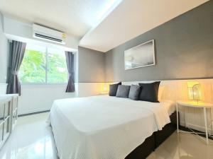For RentCondoOnnut, Udomsuk : Condo for rent at Waterford Sukhumvit 50 PET FRIENDLY WELL TRAINED NOT OVER 15 KG