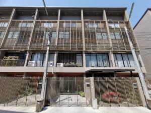 ขายทาวน์เฮ้าส์/ทาวน์โฮมแจ้งวัฒนะ เมืองทอง : ขาย ขาดทุน ทาวน์โฮม 3.5 ชั้น ซอยสามัคคี Haus Niche แจ้งวัฒนะ สไตล์โมเดิร์นลอฟท์ ตำแหน่งบ้านดีมาก ขายบ้านเปล่า ไม่มีเฟอร์นิเจอร์