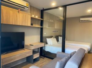 For RentCondoSathorn, Narathiwat : Condo for Rent Surasak BTS I 1Bedroom | 30 Sqm. | 11,000 THB