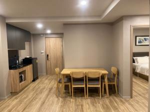 For RentCondoSathorn, Narathiwat : Condo for Rent Surasak BTS I 2 Bedroom | 63 Sqm. | 18,000 THB