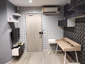 For RentCondoRama9, Petchburi, RCA : Room available for rent Ideo Mobi Rama 9
