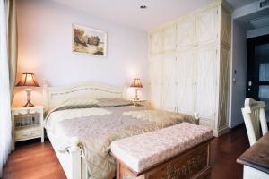For RentCondoWitthayu, Chidlom, Langsuan, Ploenchit : Beautiful room for Rent. High floor, 1 bedroom, Garden view