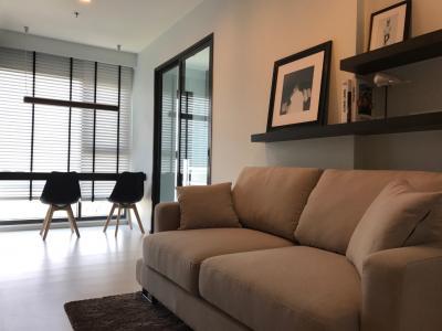 For RentCondoSukhumvit, Asoke, Thonglor : Well-designed one bedroom for rent with nice garden view at Rhythm Sukhumvit 36/38 (BTS Thonglor) by owner.